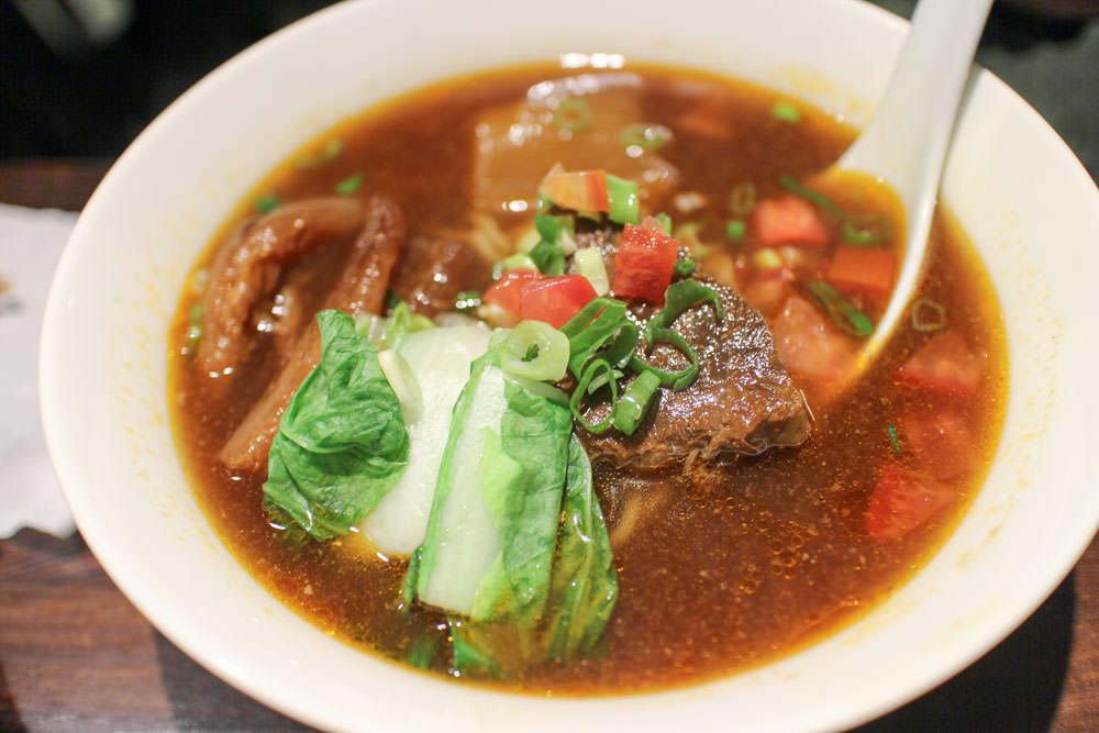 台北牛肉麵推薦 :: 18冠軍牛肉麵 在地人大推!全場讚嘆的牛肉麵順口,免費續湯一次