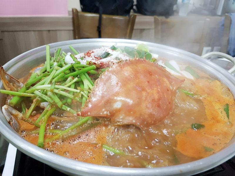 韓國京畿道|群山盈滿家花蟹鍋 영만이네 爆肥螃蟹火鍋口味鮮甘!醬蟹好吃歪了