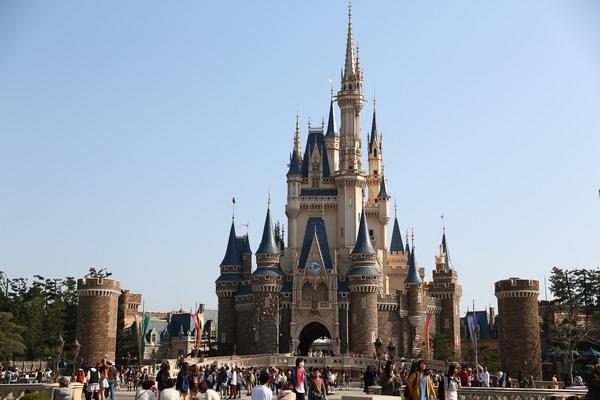 日本自由行Day5/東京迪士尼怎麼玩?遊樂排隊攻略、遊行和美食十分鐘懶人包