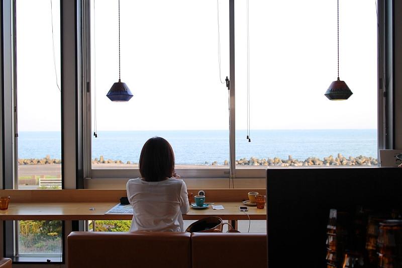 靜岡美食/This is cafe 和海浪喝咖啡!無敵海景X 可愛拉花 日式披薩Q軟餅皮好好味